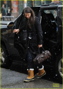 katie-holmes-and-sorel-womens-caribou-snow-boots-gallery